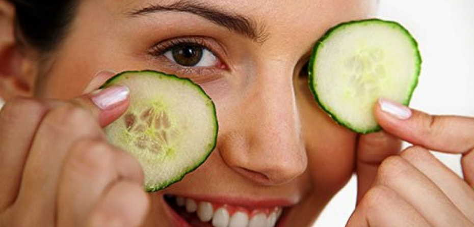 How can I make my skin whiter naturally with cucumber juice?